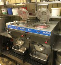 zwei Eismaschinen